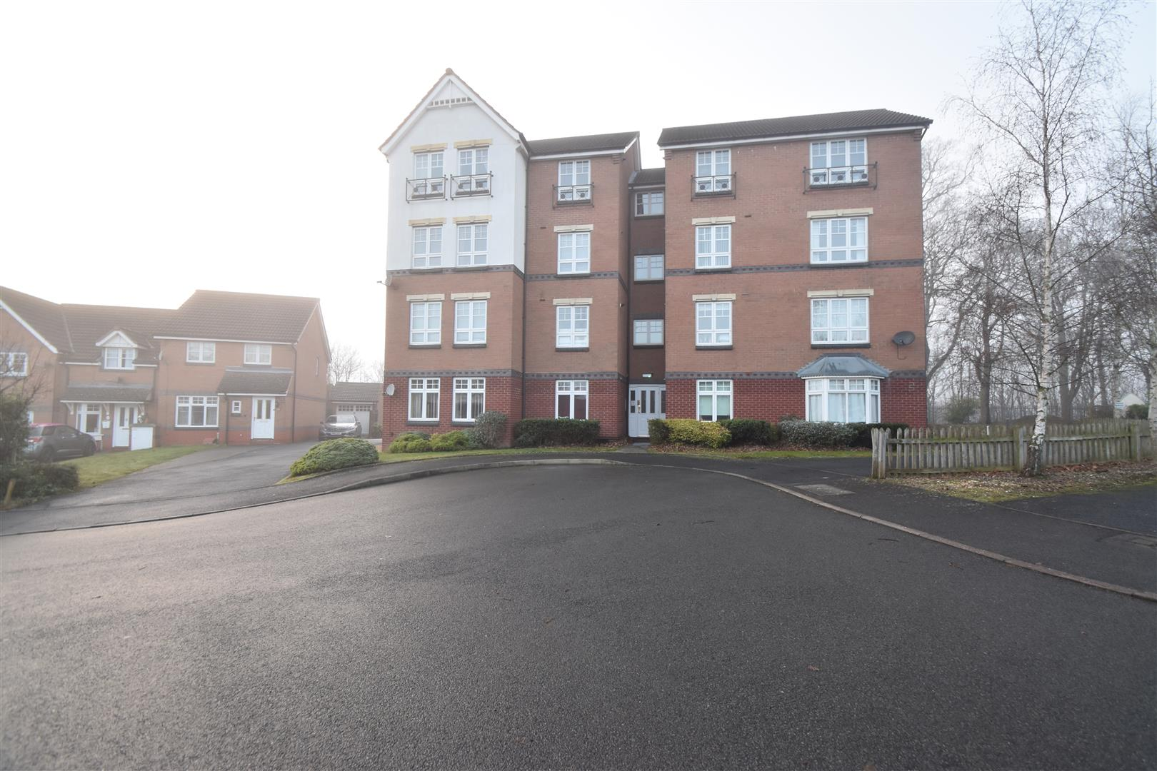 2 Bedrooms Flat for sale in Kennet Green, Worcester